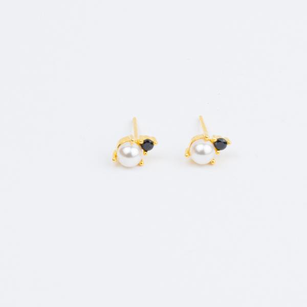 eva pearl stud earring